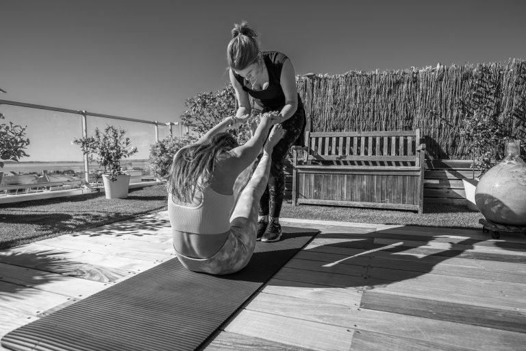 Cours de Pilates en extérieur sur la Côte d'Azur